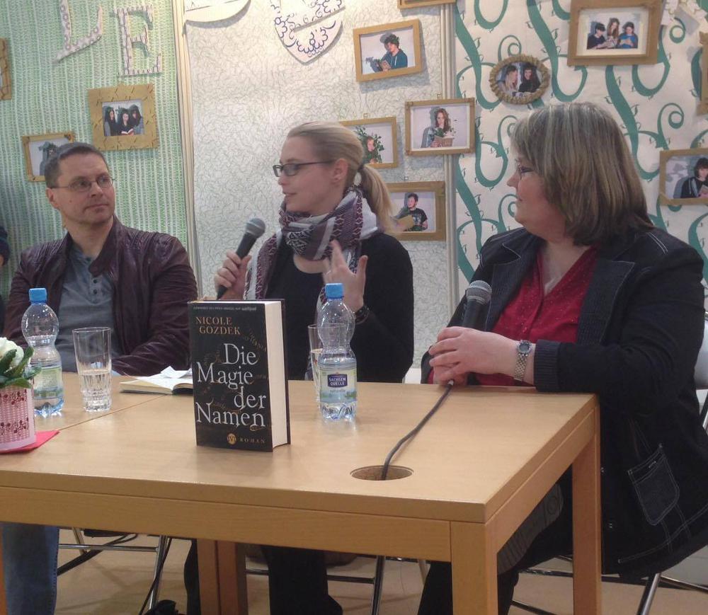 Autorentalk auf der Leipziger Buchmesse 2016: Michael Peinkofer, Moderatorin Sabrina und ich