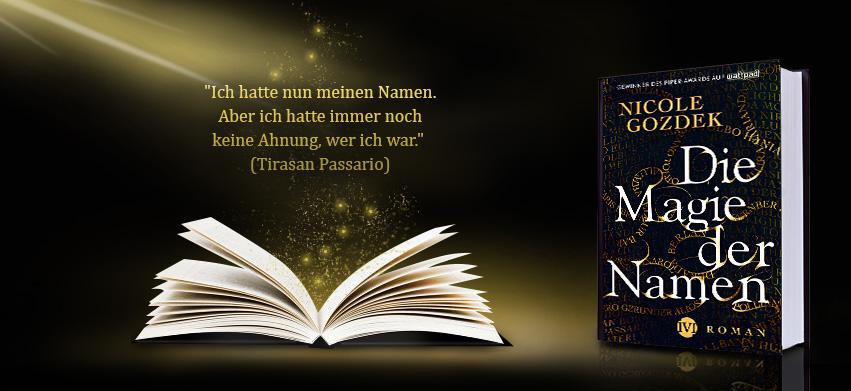"""Banner zum Roman """"Die Magie der Namen"""" mit Büchern und einem Zitat"""