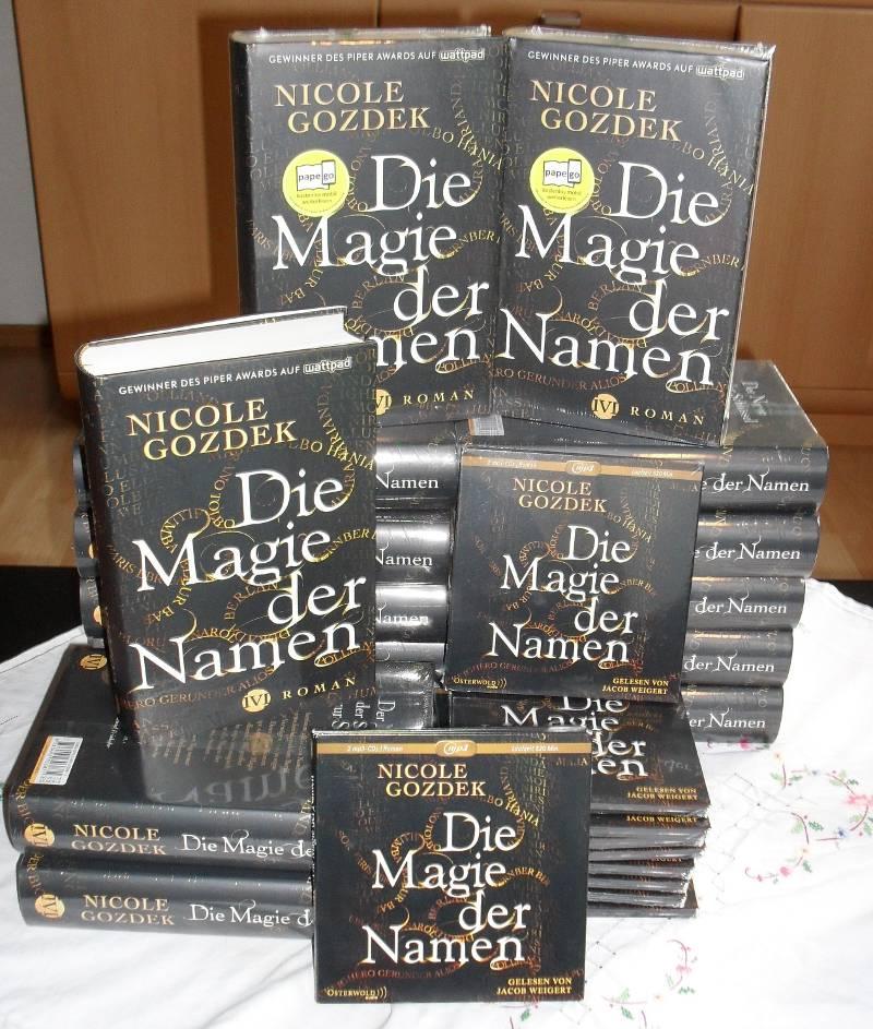 """Stapel aus Büchern und Hörbüchern von """"Die Magie der Namen"""""""