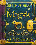 """Fantasykinderbuch """"Magyk"""" im Design eines Buches mit Verzierungen und goldener Schnalle"""
