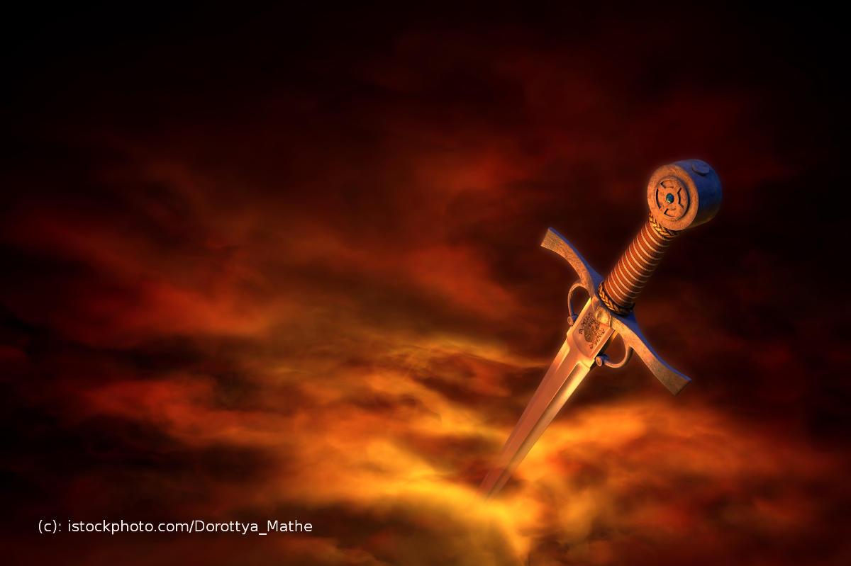 Schwert in orange-rotem Rauch