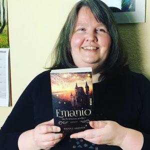 """Autorin Nicole Gozdek mit ihrem Roman """"Emanio - Der Schöne und das Biest"""""""